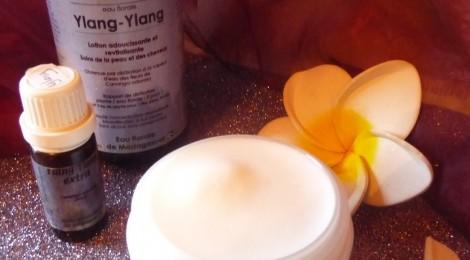 Ylang ylang, l'huile essentielle, eau florale, et aloé véra pour de beaux cheveux !