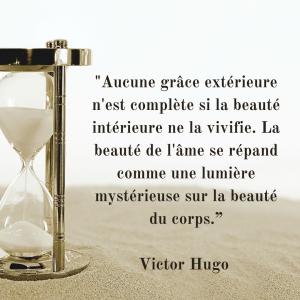 """_Aucune grâce extérieure n'est complète si la beauté intérieure ne la vivifie. La beauté de l'âme se répand comme une lumière mystérieuse sur la beauté du corps."""""""